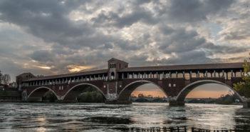 Fotoservizio. Pavia, la città delle 'cento torri' bagnata dal Ticino