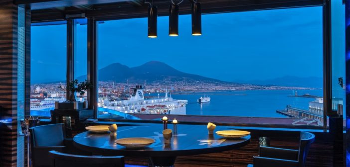 Gli ospiti del Romeo Hotel accolti da Vesuvius di Warhol, dalle nuove wellness room e non mancano le delizie in cucina