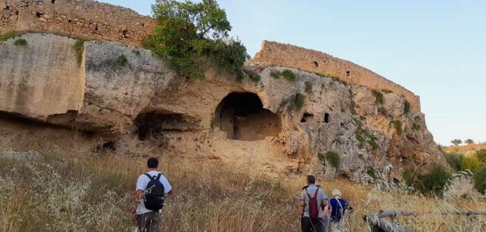 Una escursione guidata nelle gravine di Grottaglie, famosa città delle ceramiche