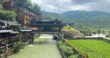 Le bellezze nascoste della Cina: il Guizhou, tra montagne sacre, cascate e minoranze etniche
